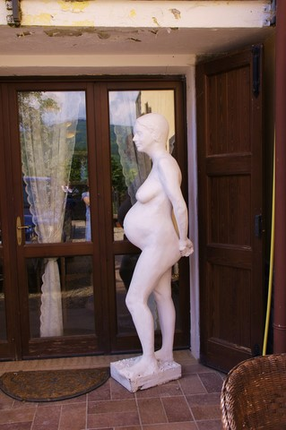 sculpture pregnant woman