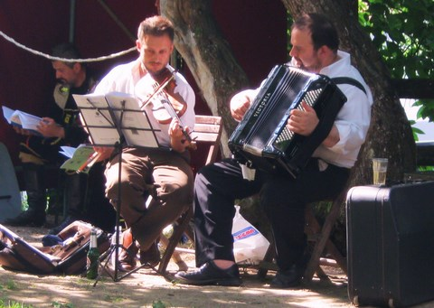 Musicians, one violinist, one accordianist