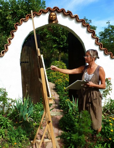 Pheona doing a painting demonstration